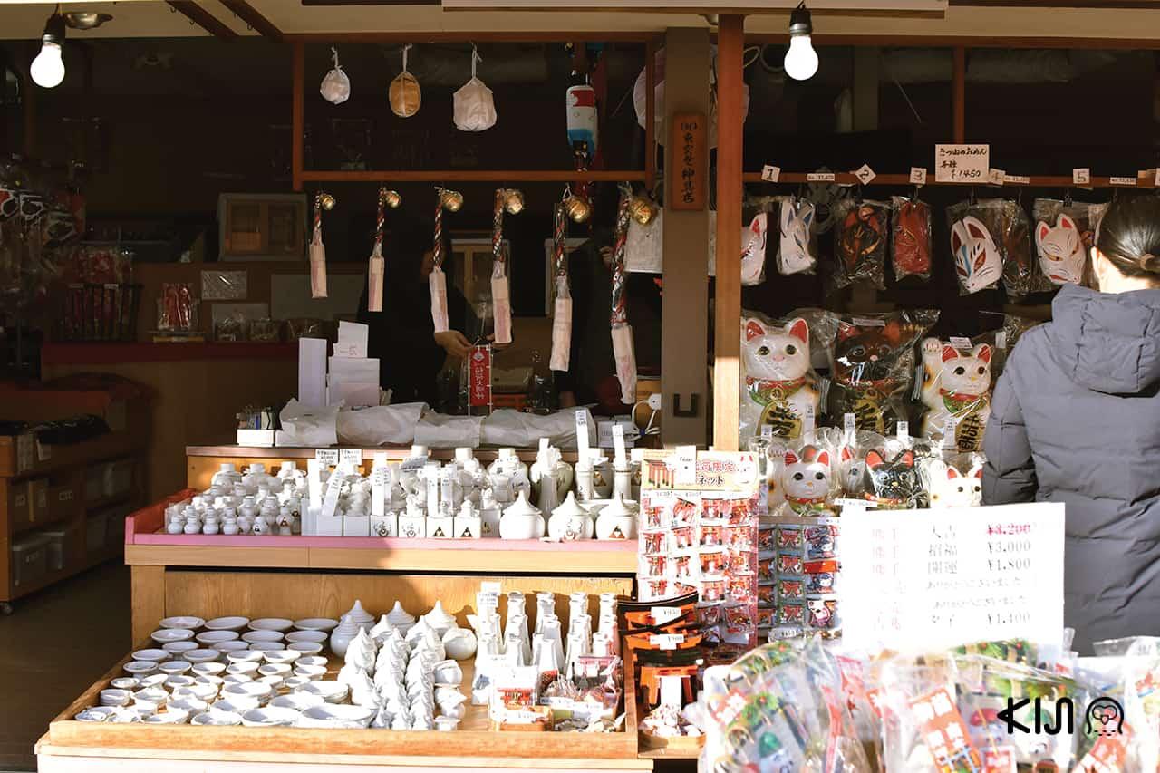 ร้านขายของฝากศาลที่เจ้าฟูชิมิอินาริ (Fushimi Inari Taisha)