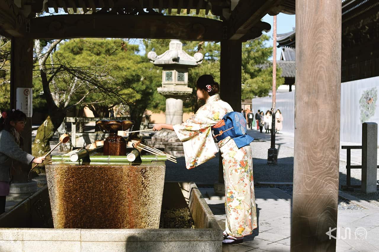 เทศกาล ปีใหม่ ที่ วัดชิออนอิน (Chion-in Temple)ใน เกียวโต