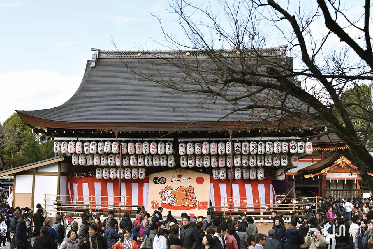 งานเทศกาล ปีใหม่ ที่ ศาลเจ้ายาซากะ (Yasaka Shrine) ใน เกียวโต