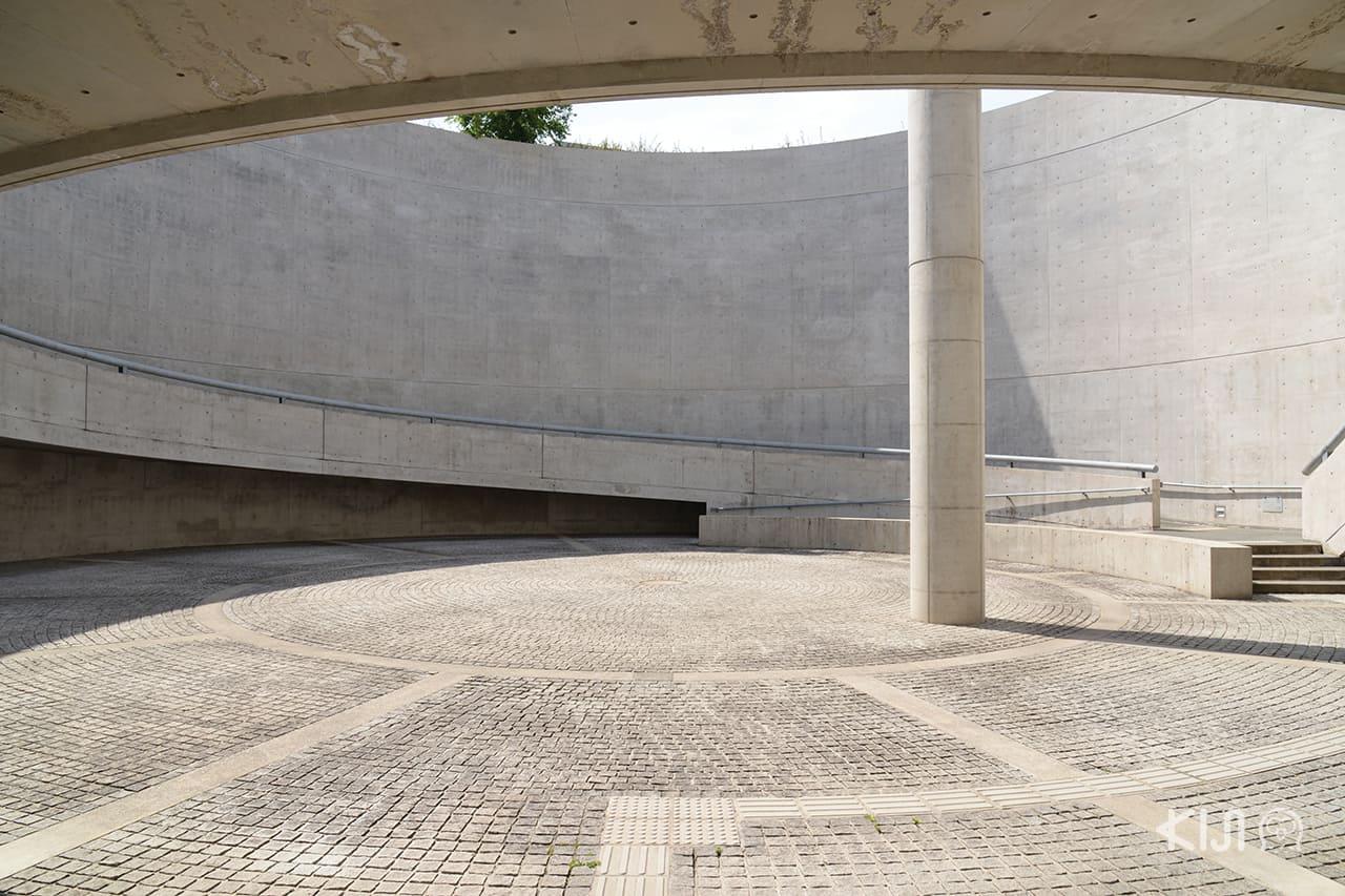 "Osaka Prefectural Sayamaike Museum ออกแบบโดยแชมป์เปียนคอนกรีตเปลือยระดับโลก "" อันโดะ ทาดาโอะ """