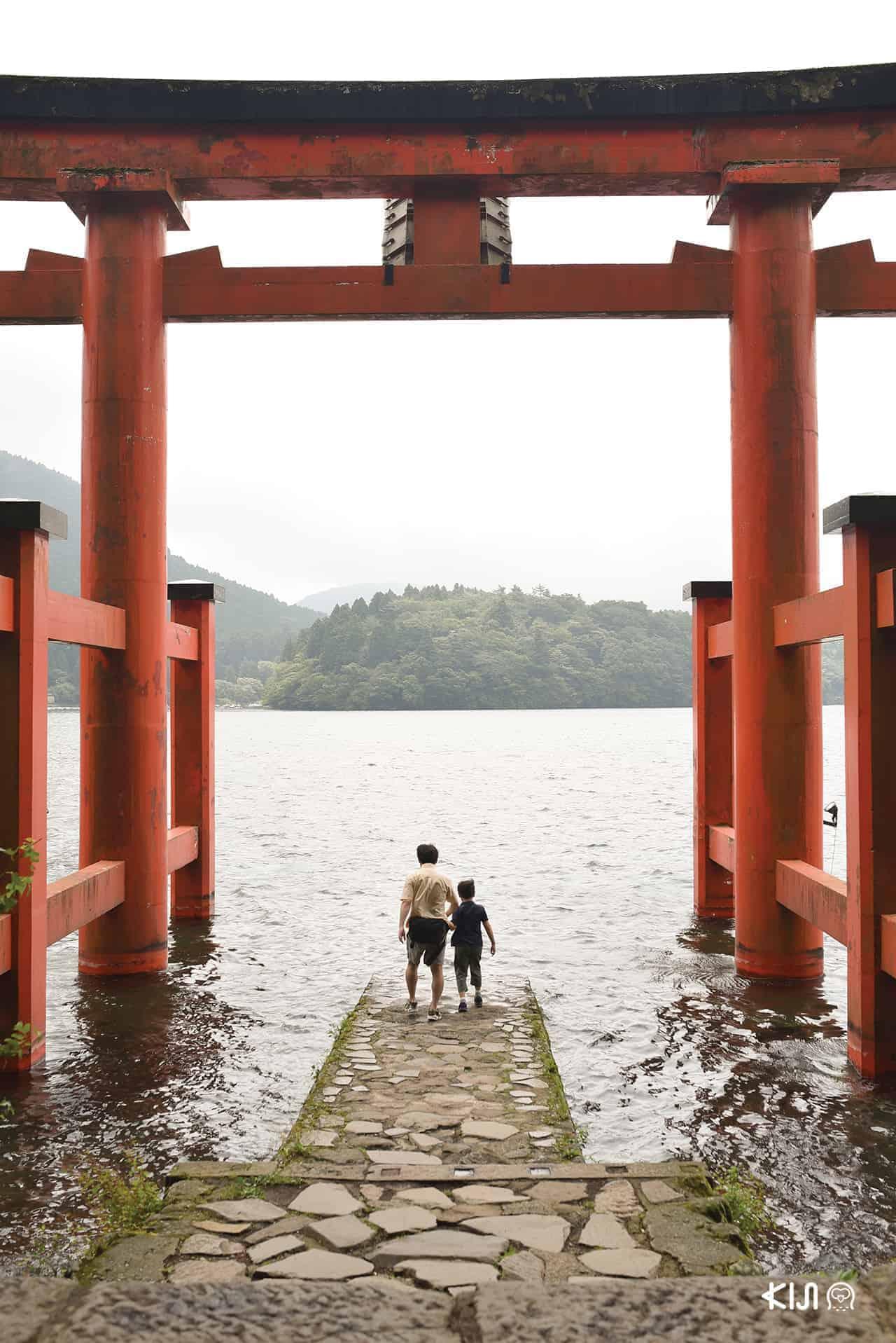 Fuji Hakone Pass - Hakone Shrine ริมทะเลสาบอาชิ (Lake Ashi)