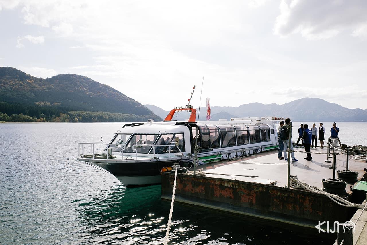 เรือชม ทะเลสาบทาซาวะ