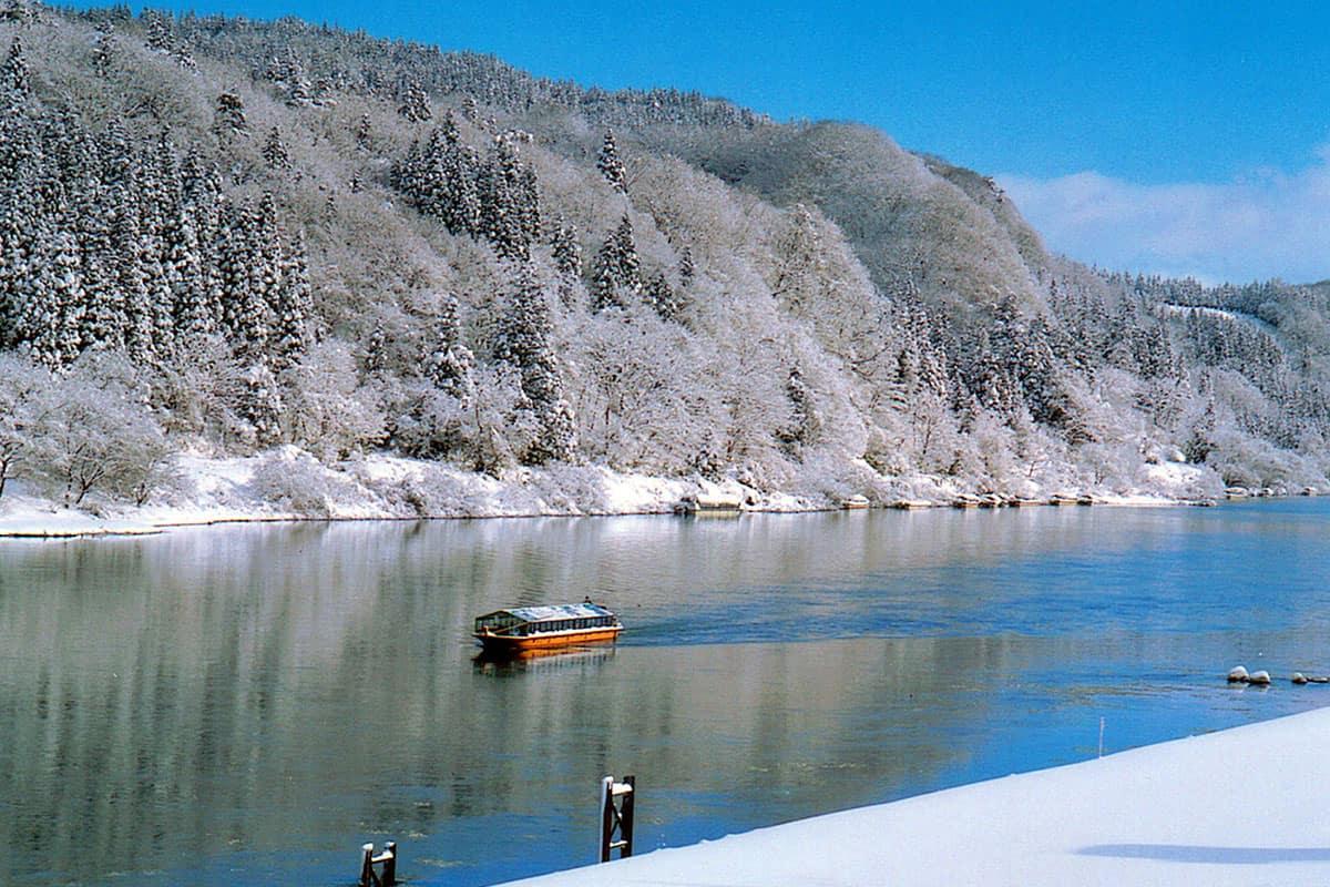 นั่งเรือล่อง แม่น้ำโมกามิ (Mogami River : 最上川) โทโฮคุ ฤดูหนาว