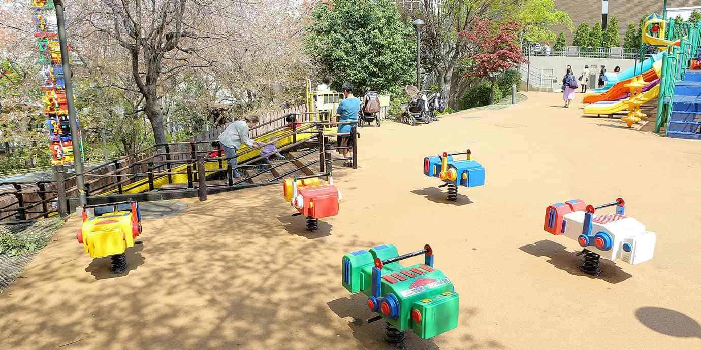 สนามเด็กเล่นในโตเกียว