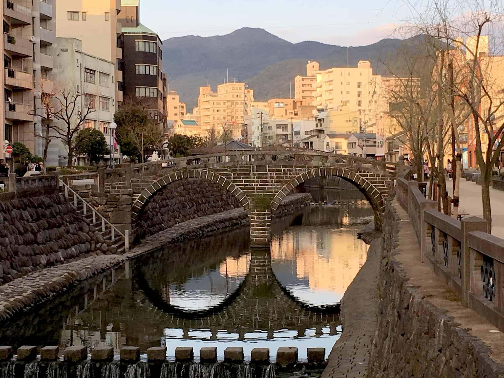 เที่ยว นางาซากิ (Nagasaki) - สะพานแว่นตาเมะกาเนะบาชิ (Meganebashi Bridge)