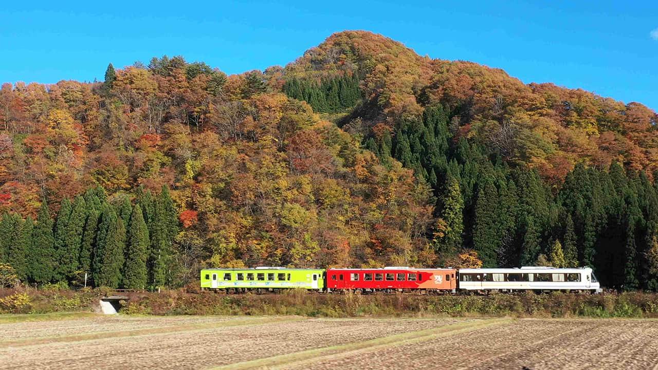 ทางรถไฟสายอาคิตะไนริคุ (Akita Nairiku Line)