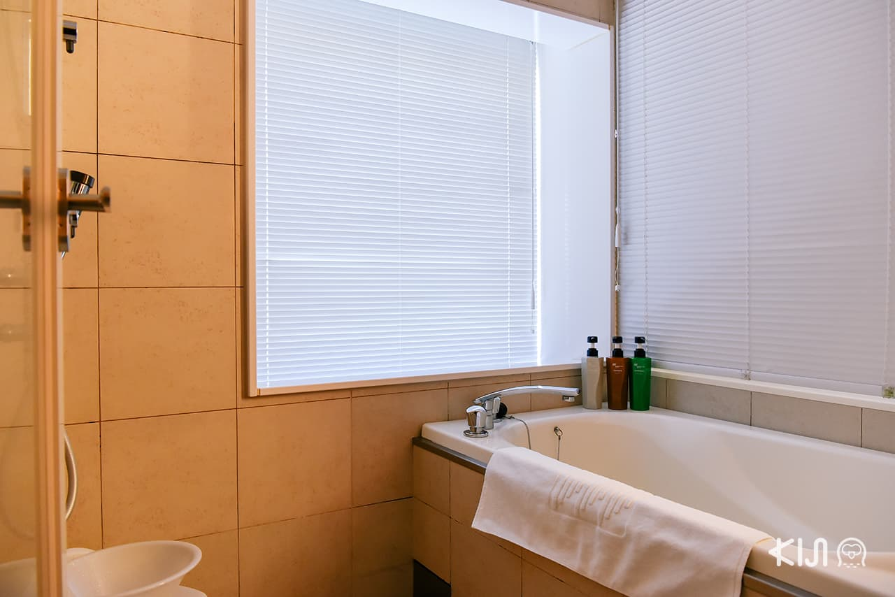 ็Hotel Metropolitan Akita ภายในห้องยังมีอ่างอาบน้้ำให้อีกด้วย
