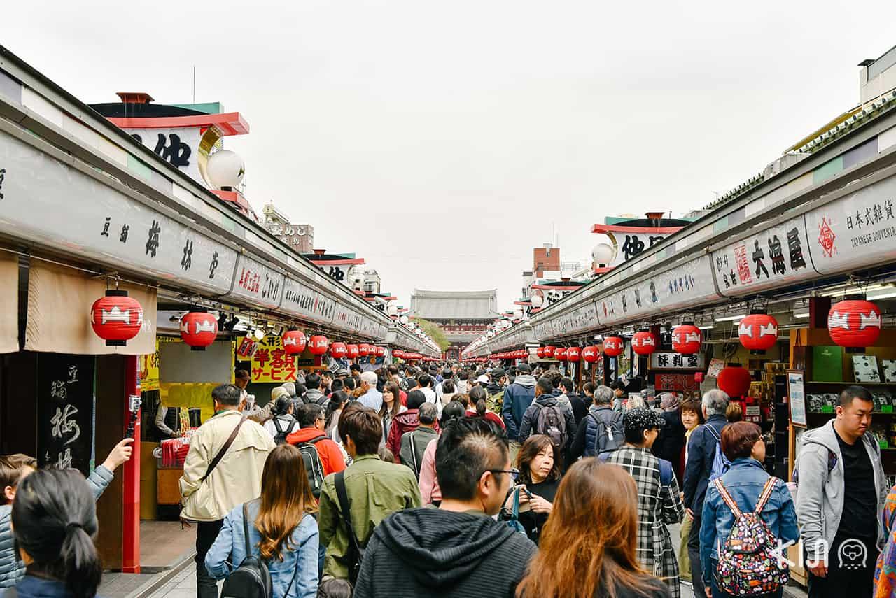 เที่ยว อาซากุสะ - ถนนนากามิเสะ (Nakamise Shopping Street)
