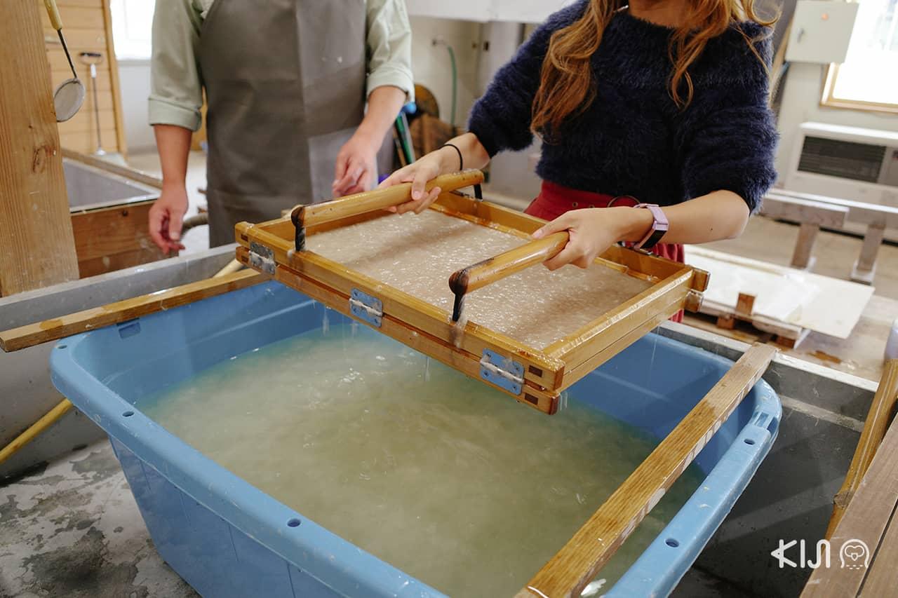 เที่ยว อาคิตะ เวิร์คช็อปสอนทำกระดาษญี่ปุ่น (Washi)