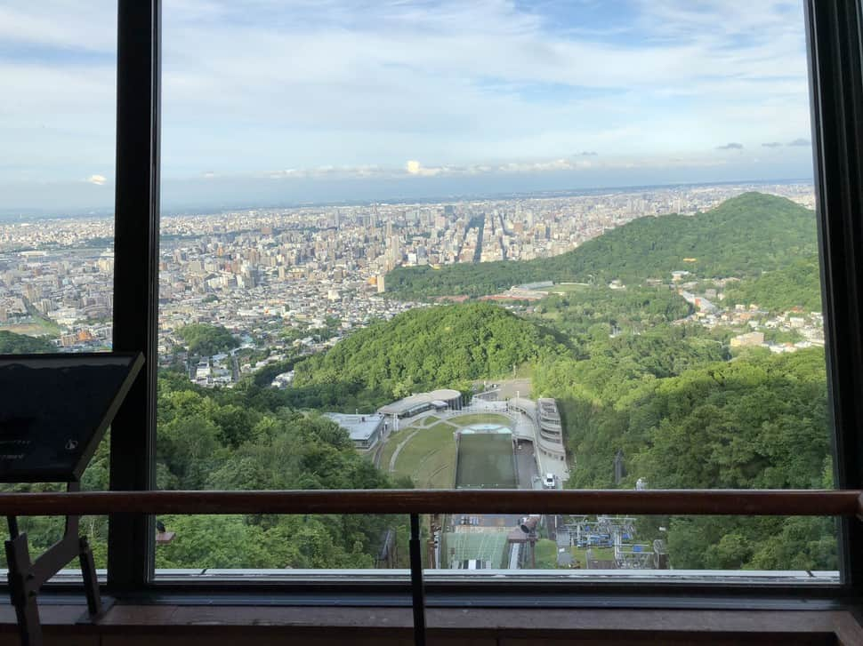 Sapporo จากบริเวณด้านบนที่เห็นบรรยากาศโดยรอบ