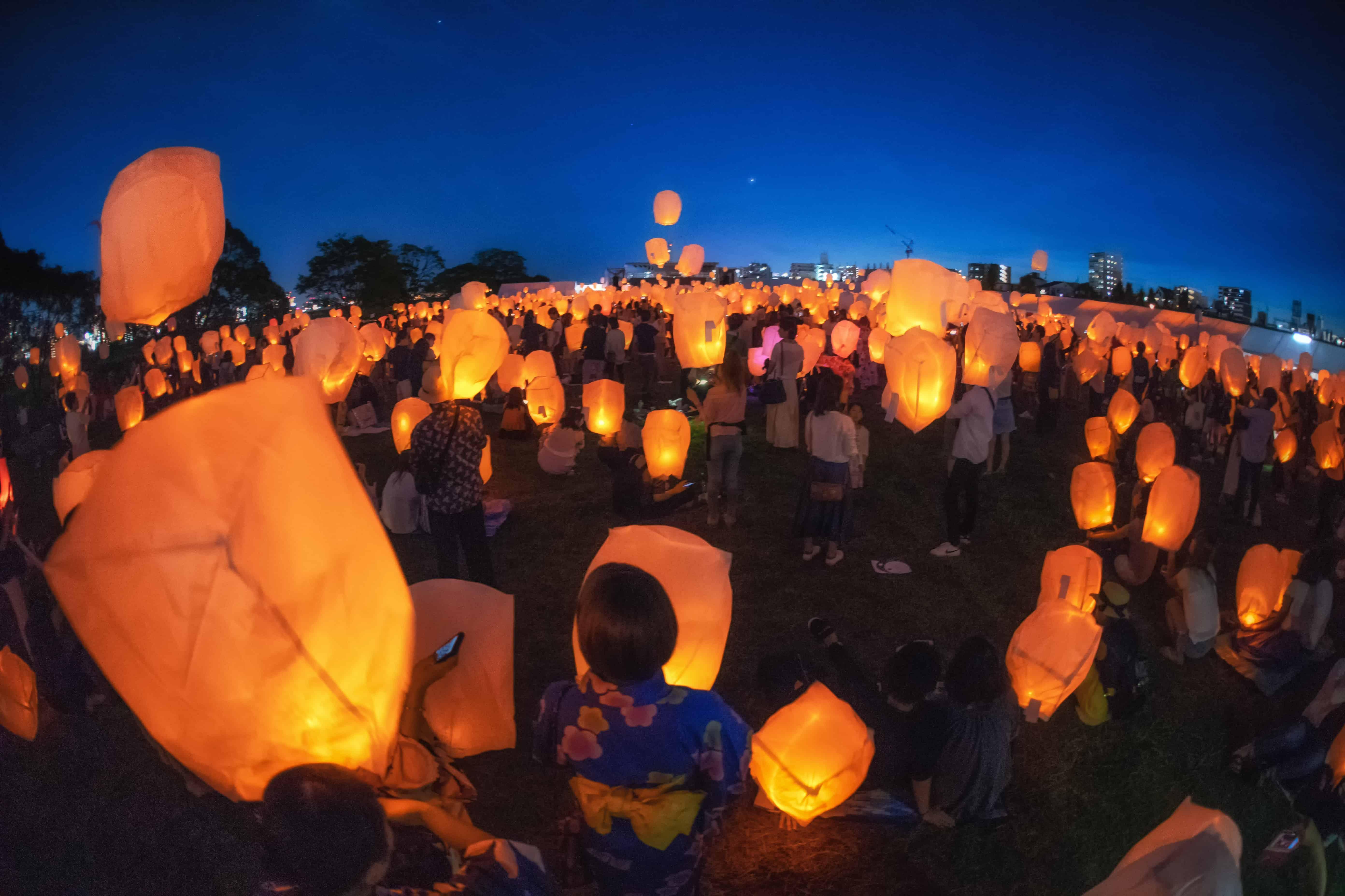 เทศกาลโคมลอยทานาบาตะ (Tanabata Sky Lantern Festival) เกียวโต