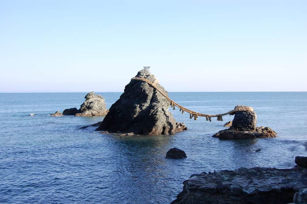 สถานที่ ขอแต่งงาน ญี่ปุ่น - หินเมโอโตะอิวะ (Meotoiwa)