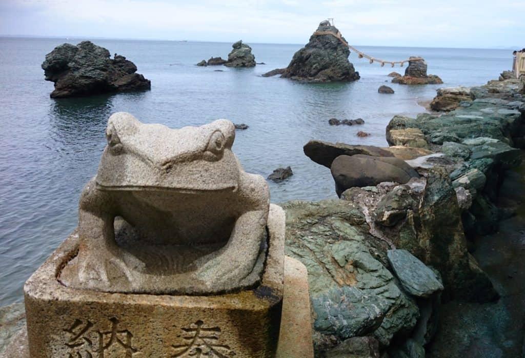 หินเมโอโตะอิวะ (Meotoiwa)