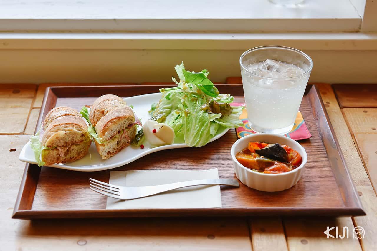 Hachi Café คาเฟ่ในนีงาตะ