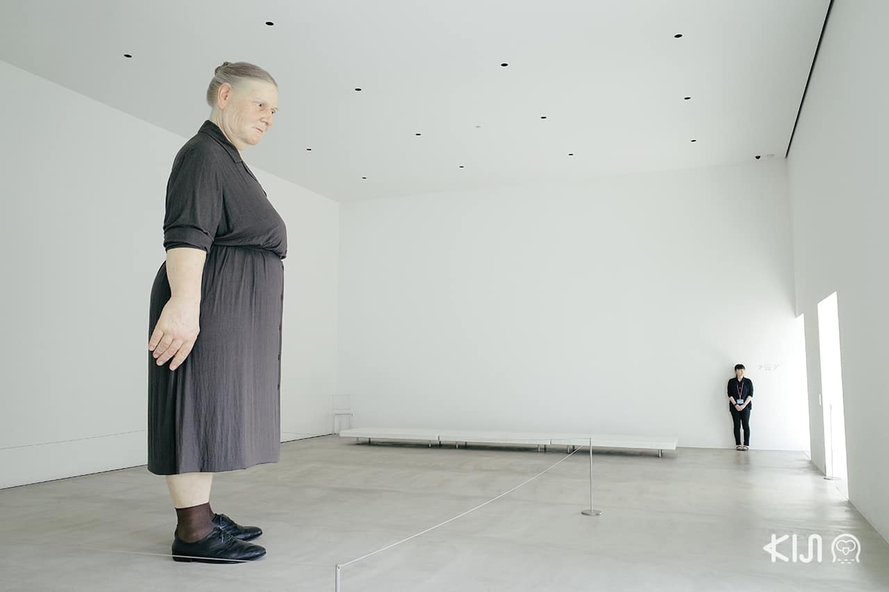 Standing Womanby Ron Mueck at Aomori