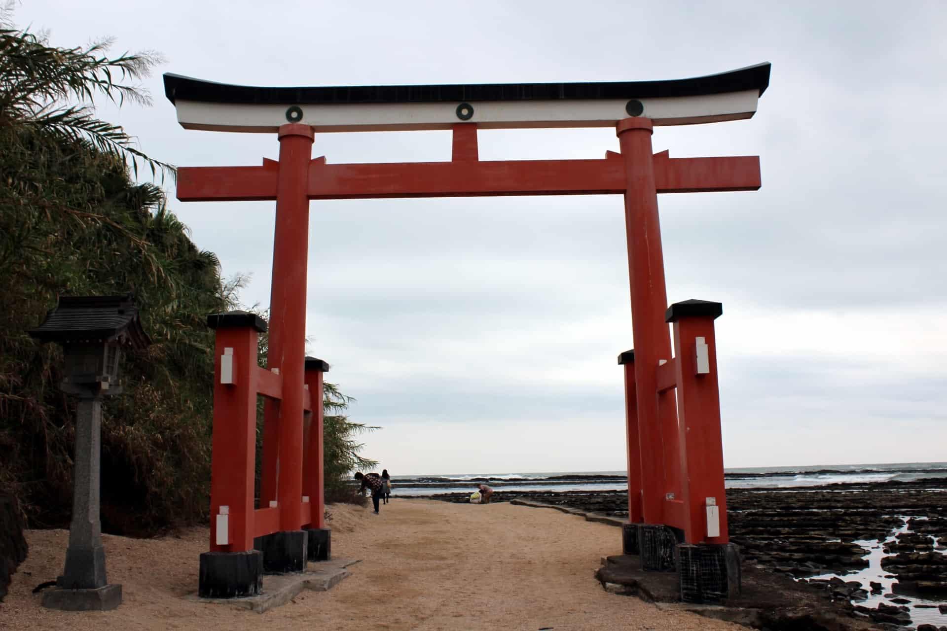 ที่เที่ยว มิยาซากิ (Miyazaki) : ศาลเจ้าอาโอชิมะ (Aoshima Shrine)