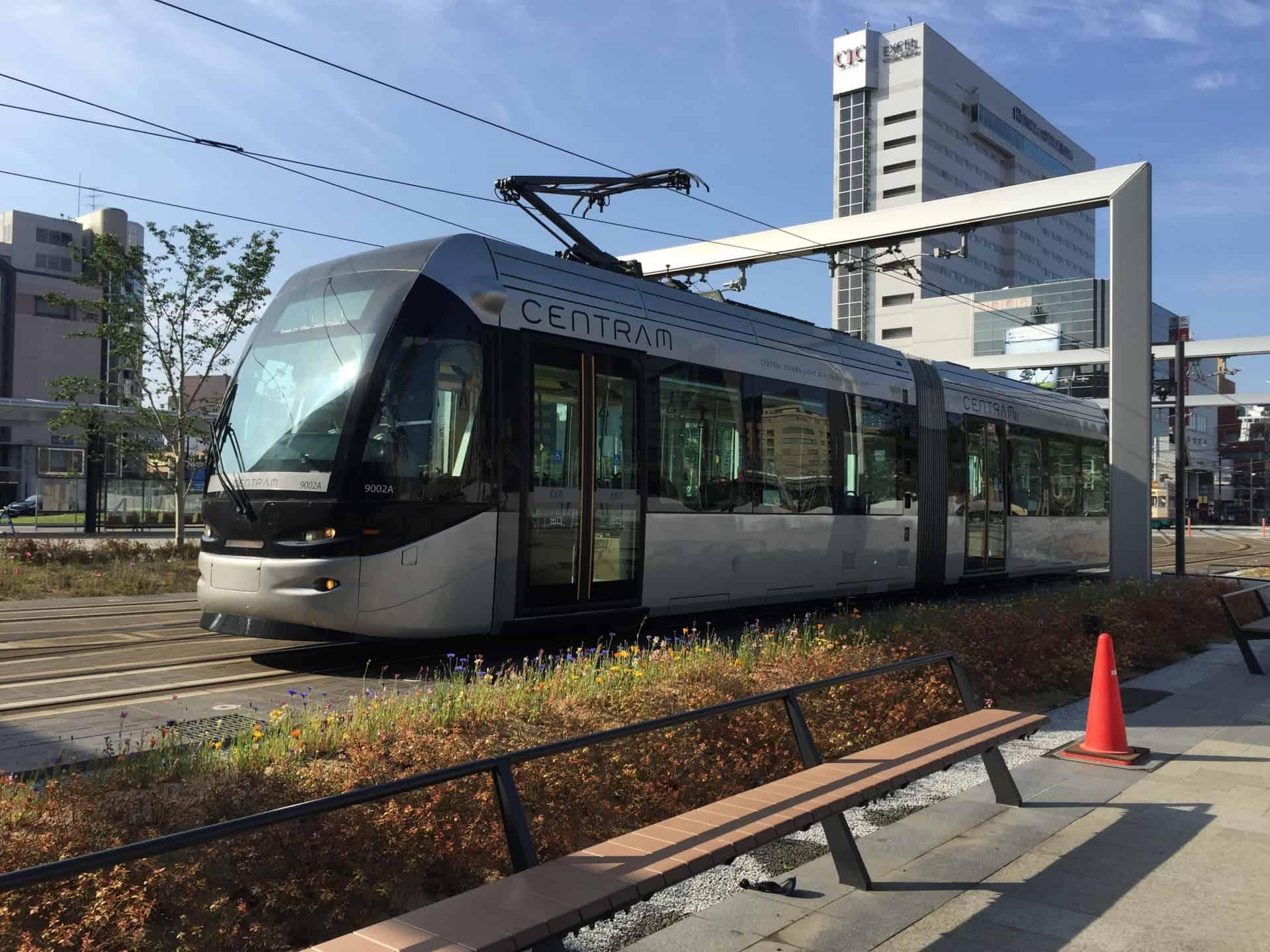 รถราง น่านั่ง ใน ญี่ปุ่น : Toyama City Tram Line