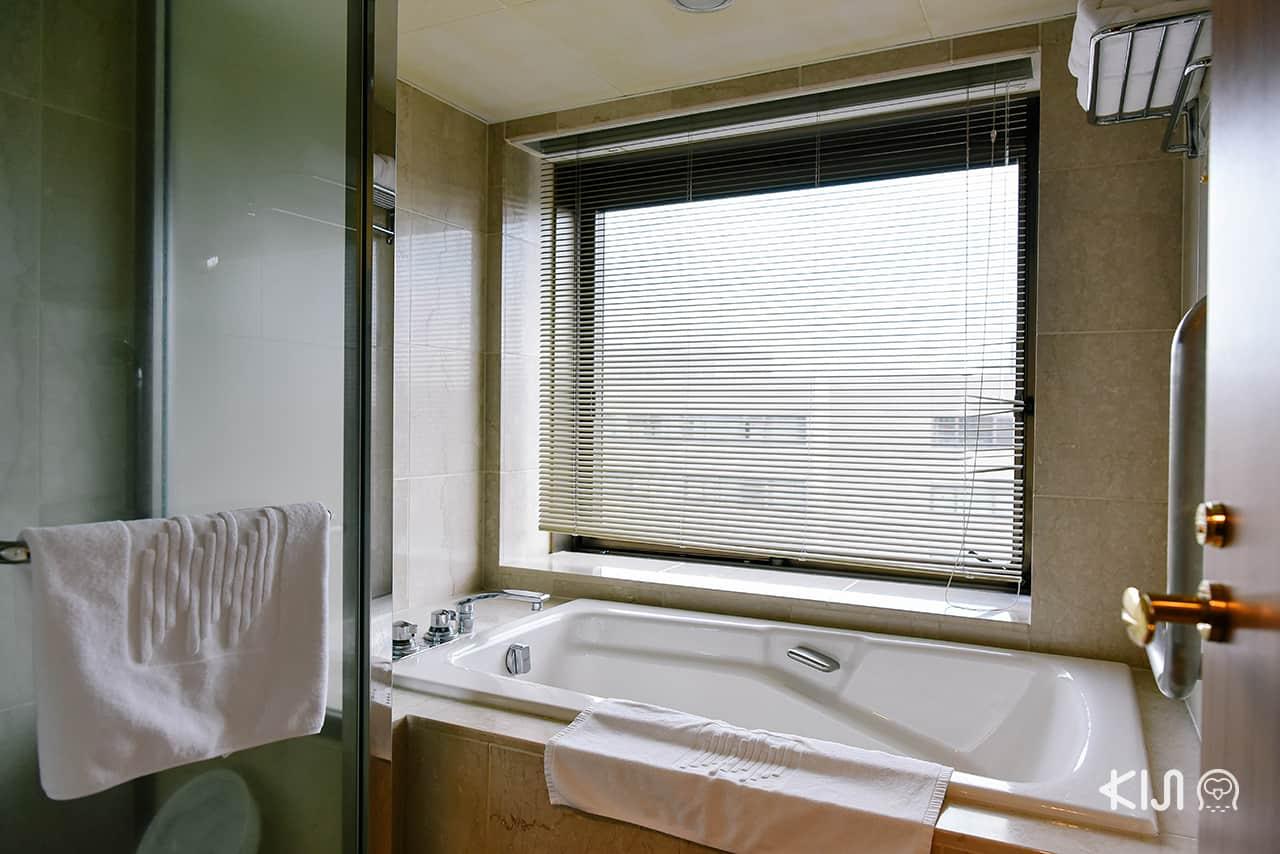 Deluxe Twin Room ของ Hotel Metropolitan Morioka (New Wing) แบ่งห้องอาบน้ำ และสุขาแยกกันอย่างเป็นสัดส่วน