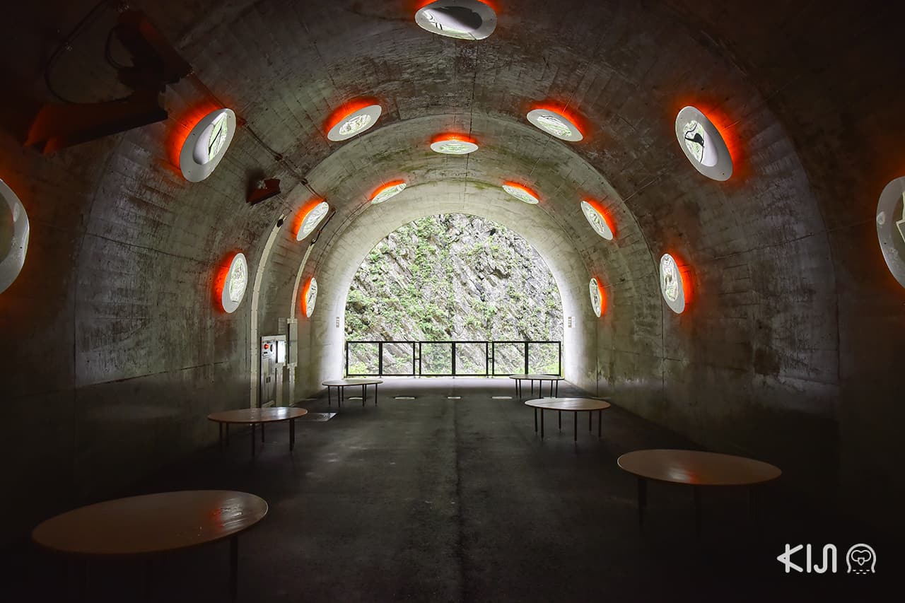"Echigo-Tsumari Art Field - Tunnel of Light แพลตฟอร์ม 3 ""Drop"" (ไฟ)"