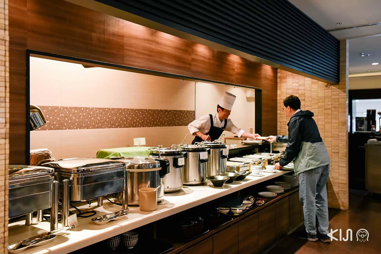 ห้องอาหารเช้าแบบบุฟเฟ่ต์ของโรงแรม Hotel Metropolitan Morioka ภาพจากตึก New Wing