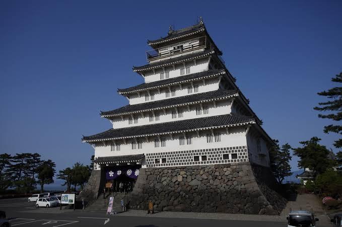 ระหว่างทางรถไฟ Shimatetsu Cafe Train สามารถแวะปราสาทชิมาบาระ (Shimabara Castle)