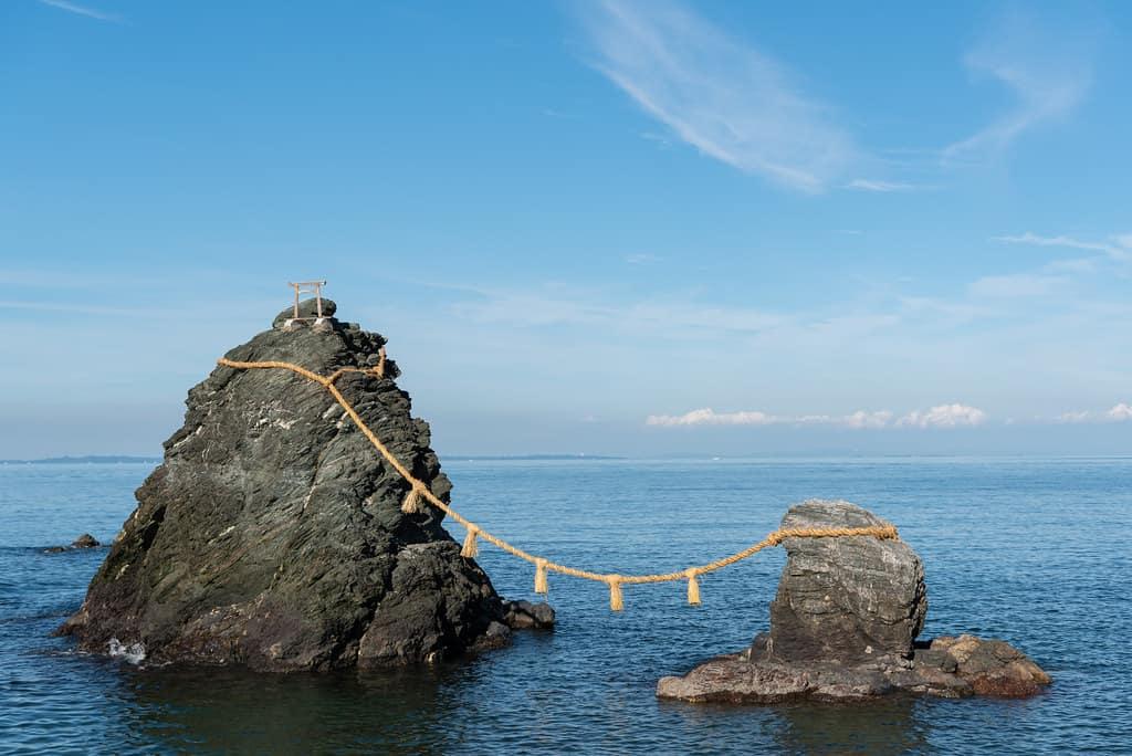 ที่เที่ยว มิเอะ (Mie) : หินเมโอโตะอิวะ (Meotoiwa)