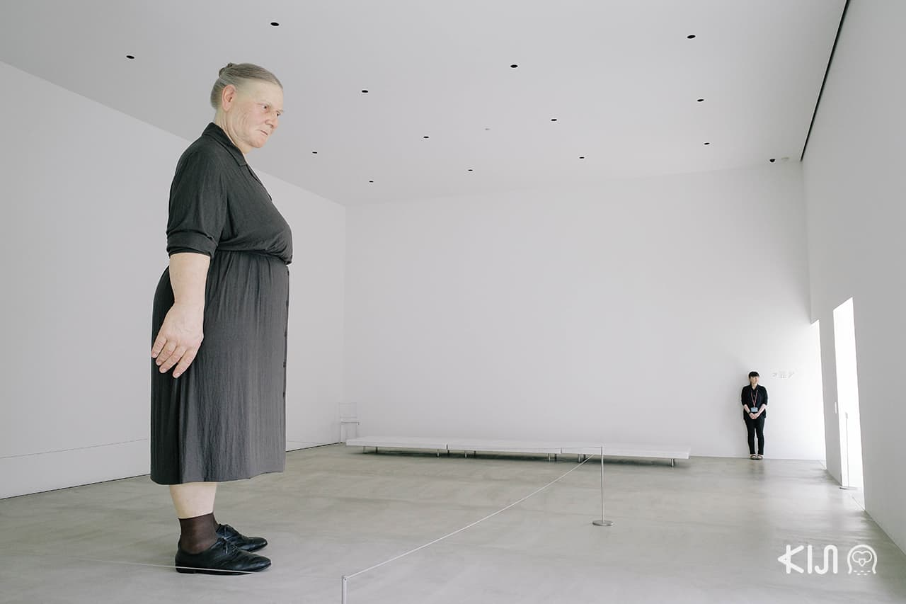 Standing Woman ผลงานของ Ron Mueck ศิลปินชาวออสเตรเลียที่ Towada Art Center