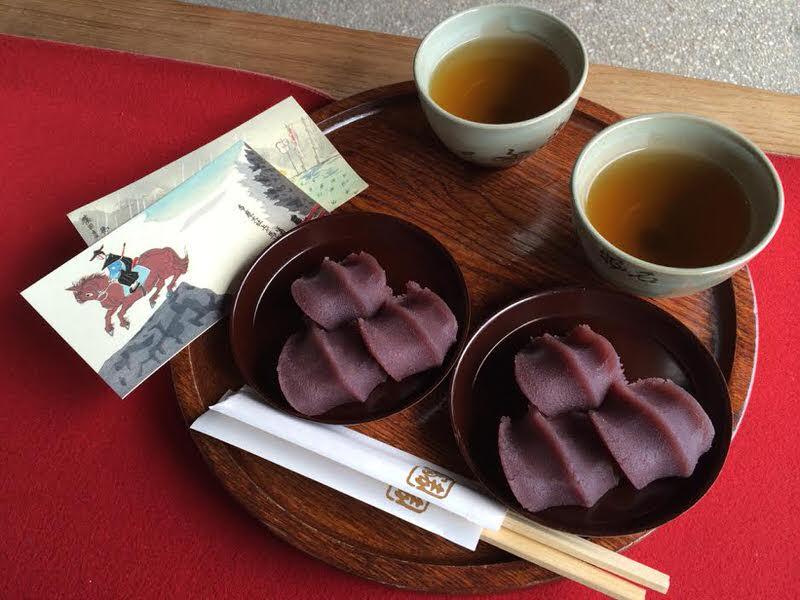 ขนมอากาฟุกุ (Akafuku) ขนมท้องถิ่นที่ขายใน โอฮาไร มาจิ (Oharai Machi)