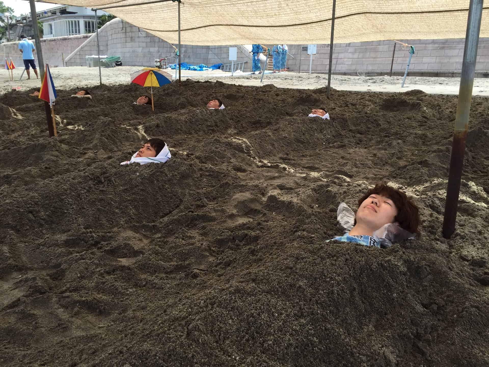 แช่ออนเซ็นทราย ที่ อิบุสุกิออนเซ็น (Ibusuki Onsen) คาโกชิม่า
