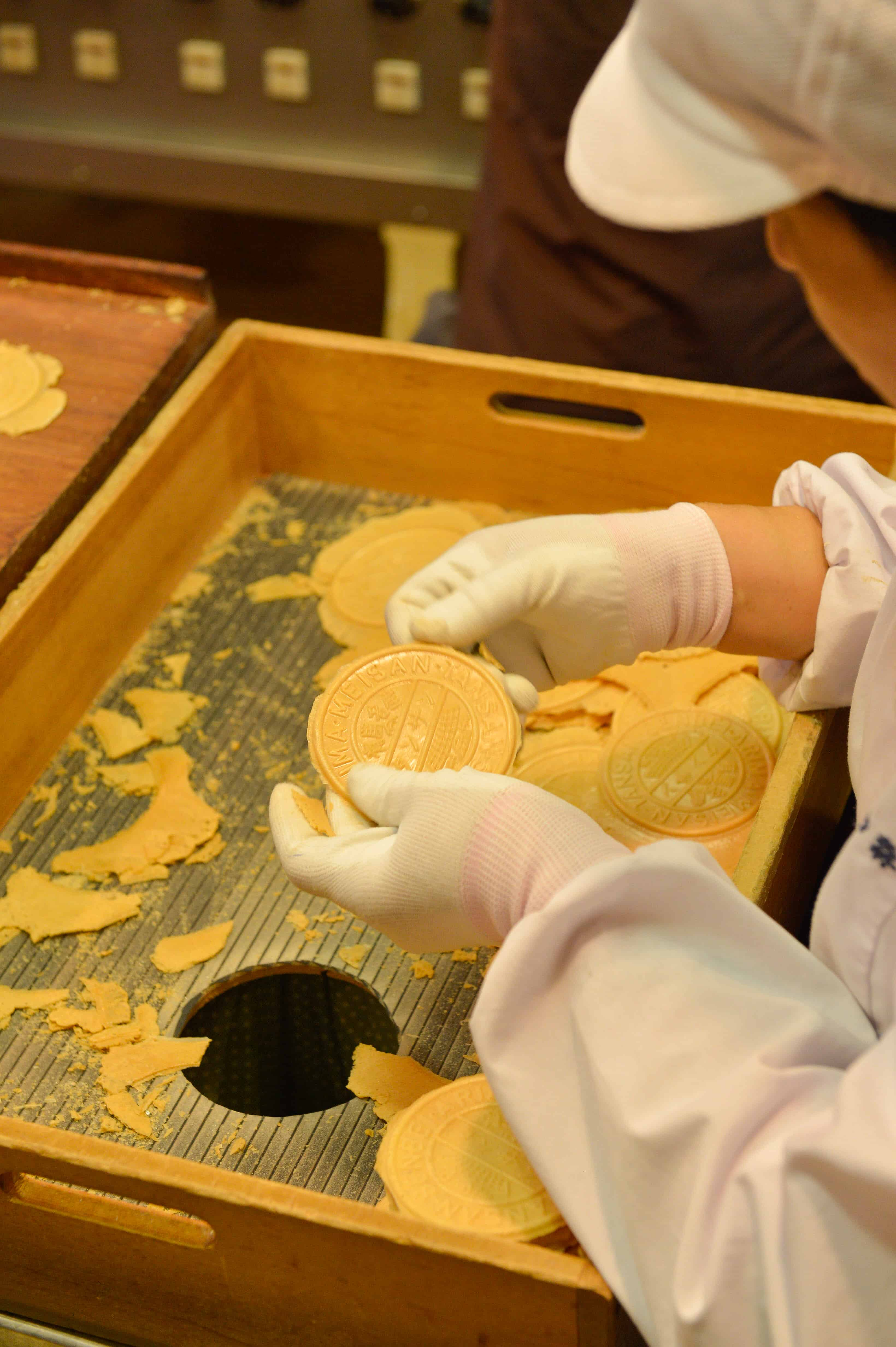 เซมเบ้รสซ่าของฝากสุดฮิตของที่นี่ ขนมที่ควรลองใน Arima Onsen