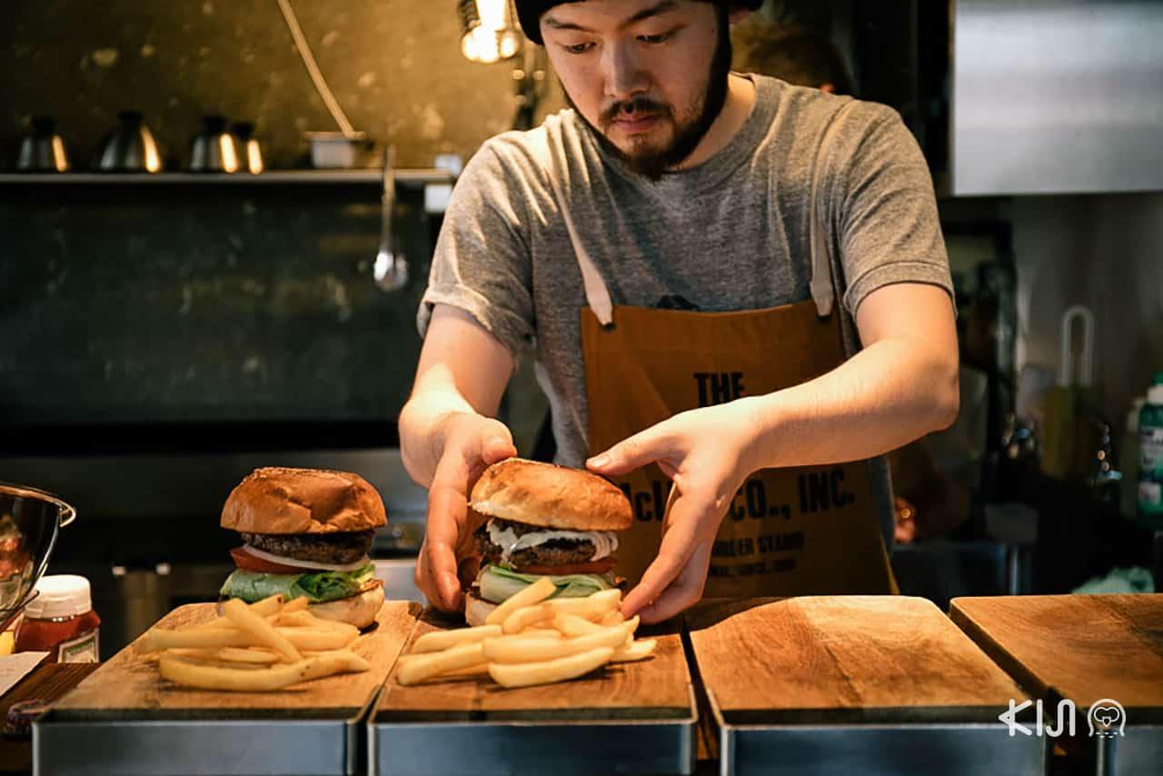 เจ้าของร้านที่ควบตำแหน่งพ่อครัวของ McLean : Old Burger Stand