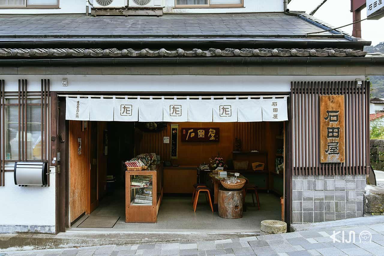 เที่ยวนิกโก้ ช็อปของฝากที่ร้านเซมเบ้เก่าแก่ Nikko Jingorou Senbei