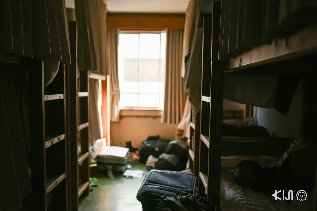 ชั้น 2-5 ของ Nui. Hostel มีห้องพักขนาด 8 เตียงหลายห้อง