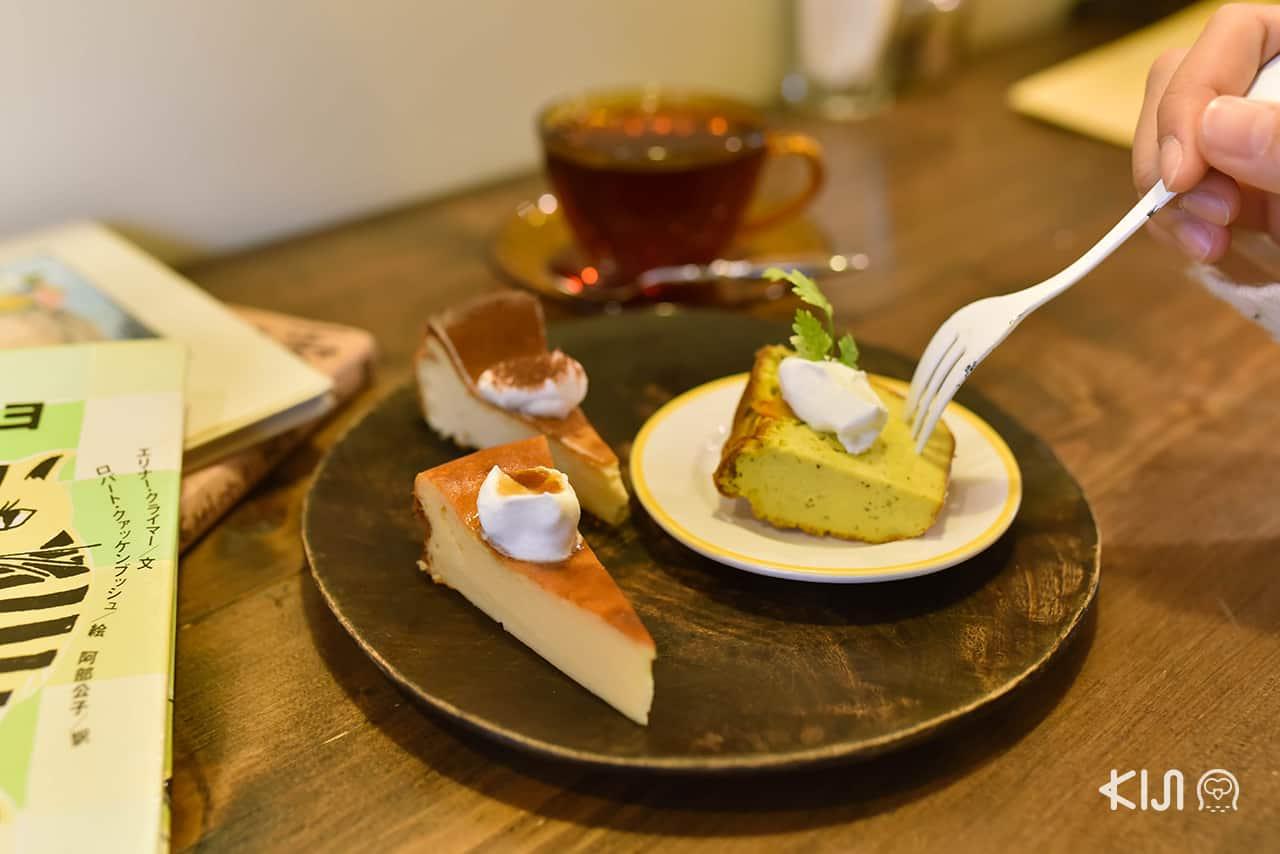 ชีสเค้กธรรมดา ชีสเค้กเต้าหู้ และชีสเค้กฟักทองโฮมเมด ของร้าน Hitsuji Sabo