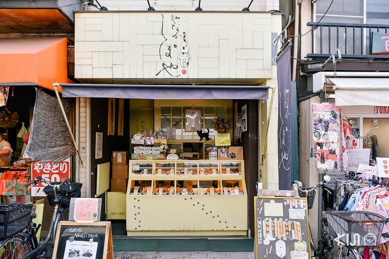 Yanaka Ginza ร้านค้าส่วนใหญ่ล้วนมีแมวเป็นส่วนประกอบ