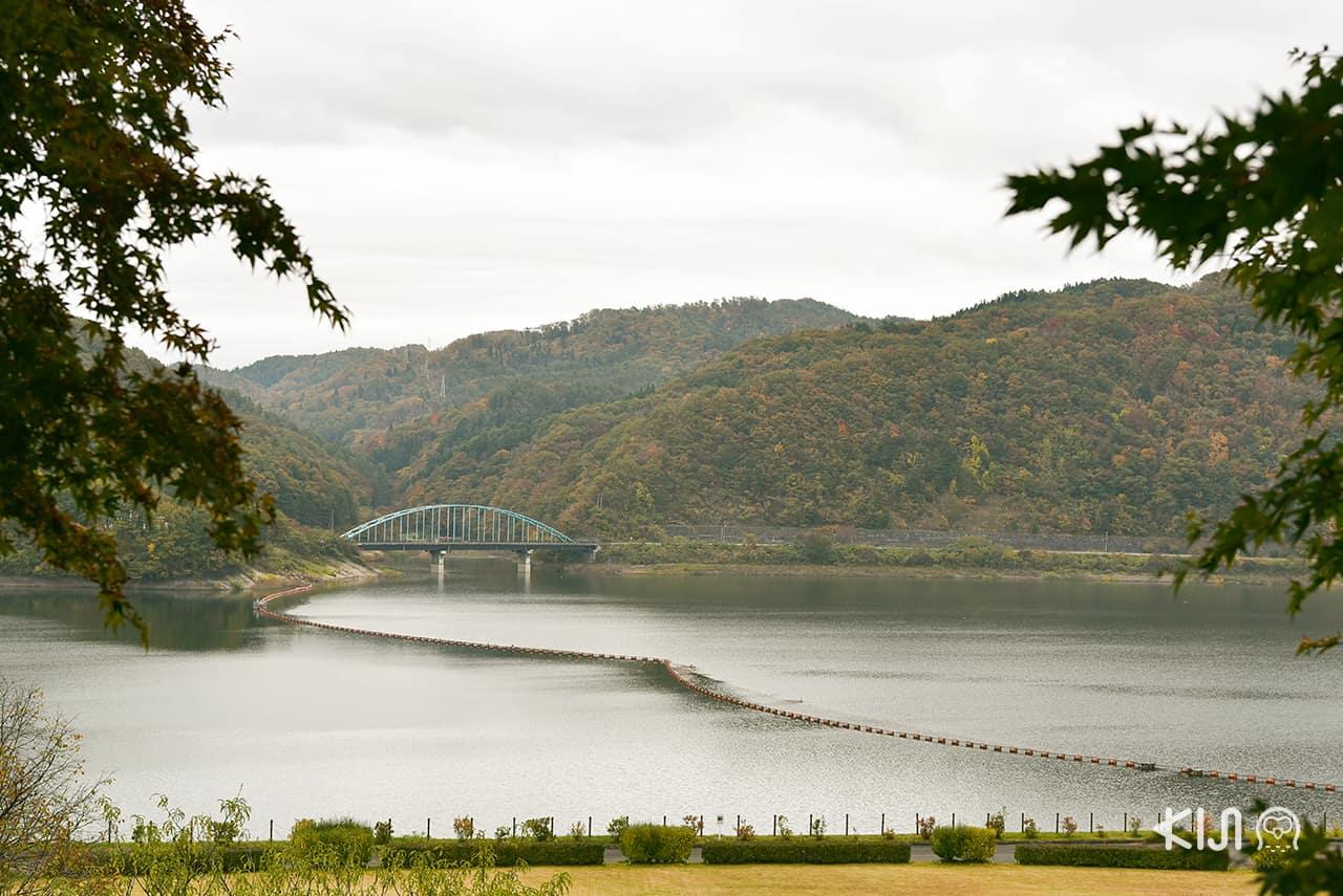 Morioka Handi-Works Square ตั้งอยู่ริมแม่น้ำชิซูคุอิชิ (Shizukuishi River)