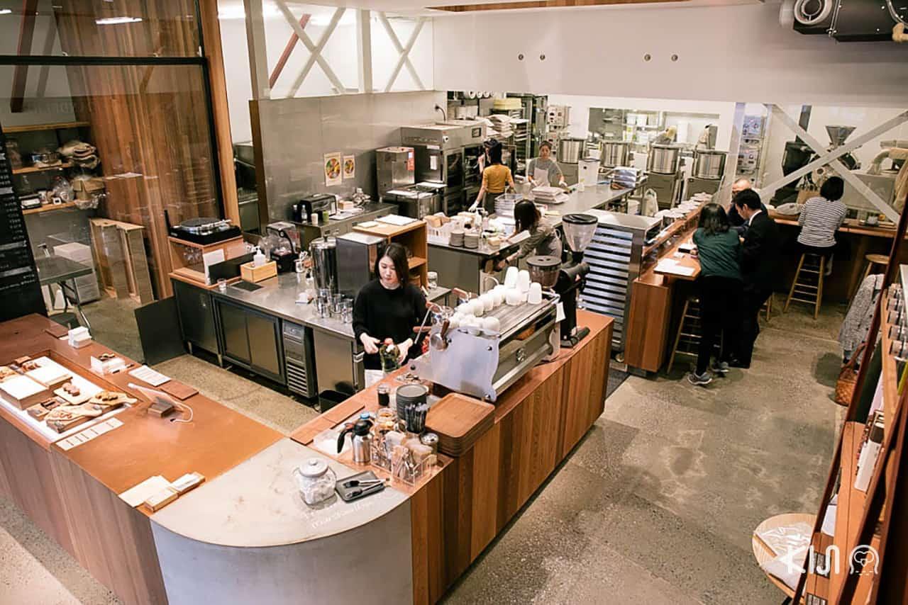 บรรยากาศภายในร้าน Dandelion Chocolate Factory & Cafe Kuramae