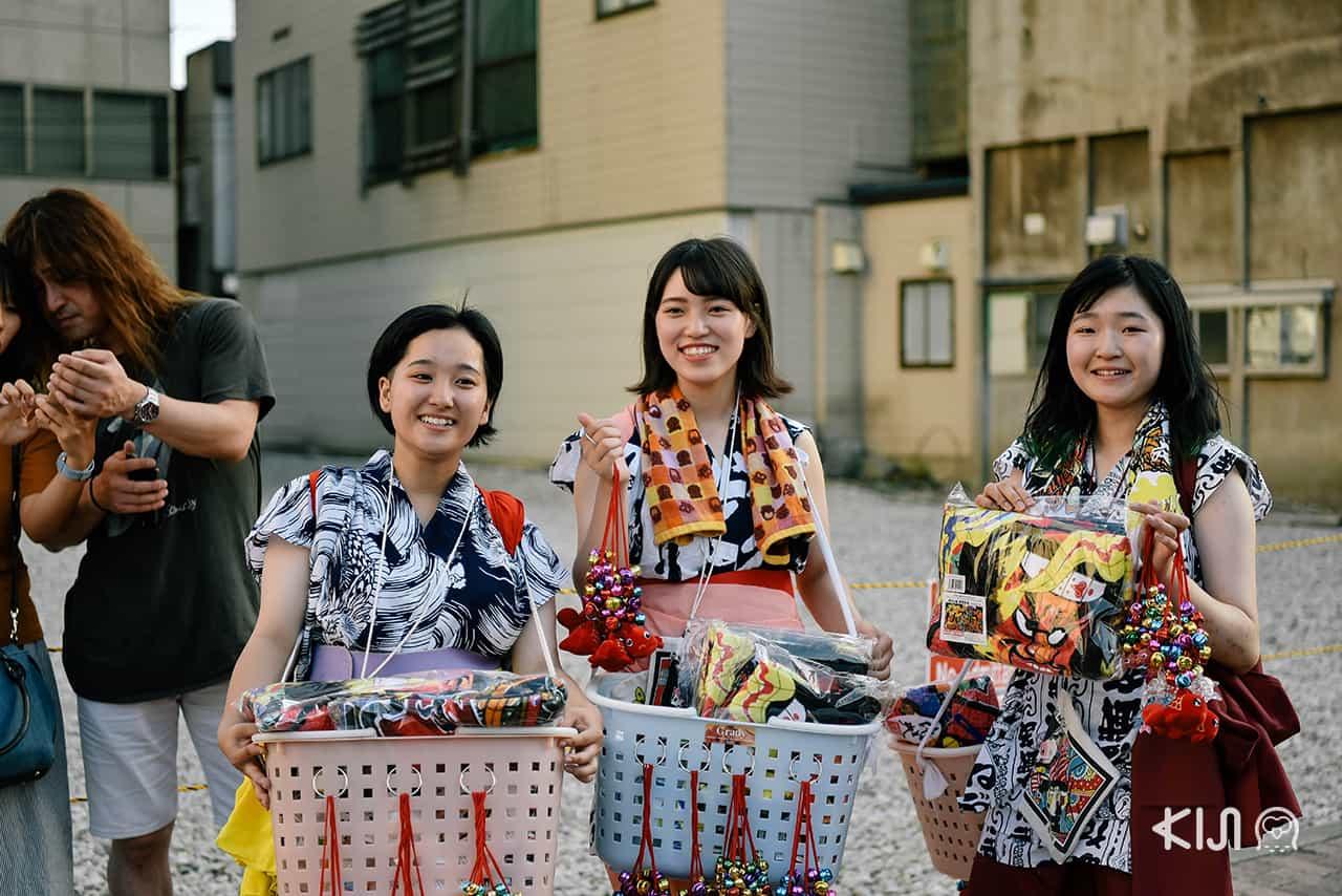 ภายในงานเทศกาลฤดูร้อนเนบูตะมัตสึริ (Nebuta Matsuri) ยังมีของที่ระลึกจำหน่ายตามจุดต่างๆ