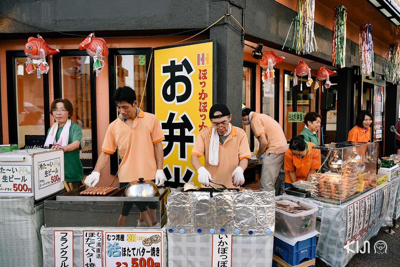 ร้านรวงต่างๆ ภายในงานเทศกาลฤดูร้อนเนบูตะมัตสึริ (Nebuta Matsuri)