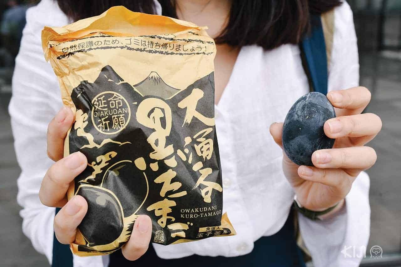 ไข่ดำของหุบเขาโอวาคุดานิ (Owakudani) ที่มีเรื่องเล่าต่อๆ กันมาว่ากินแล้วจะอายุยืนยาวนาน