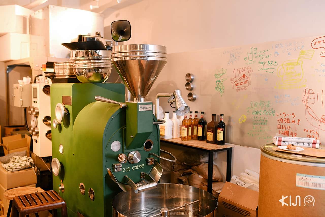 SOL'S COFFEE ROASTERY ที่มีเครื่องคั่วขนาด 10 กิโลกรัมตั้งอยู่ภายในร้าน