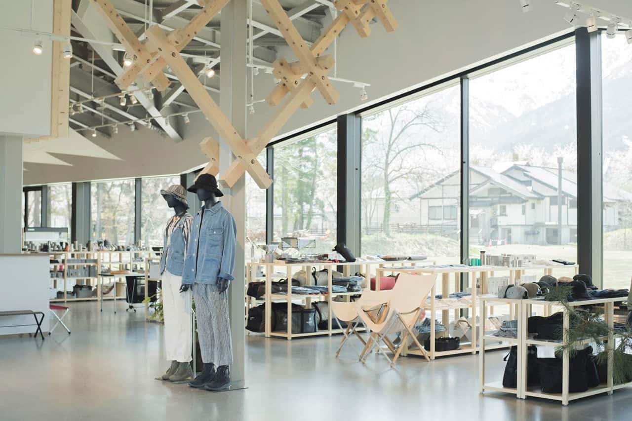 Snow Peak Shop, Hakuba ช็อปใหญ่ที่สุดในญี่ปุ่น จำหน่ายอุปกรณ์ตั้งแคมป์มากมาย รวมถึงเครื่องแต่งกายแฟชั่นต่างๆ