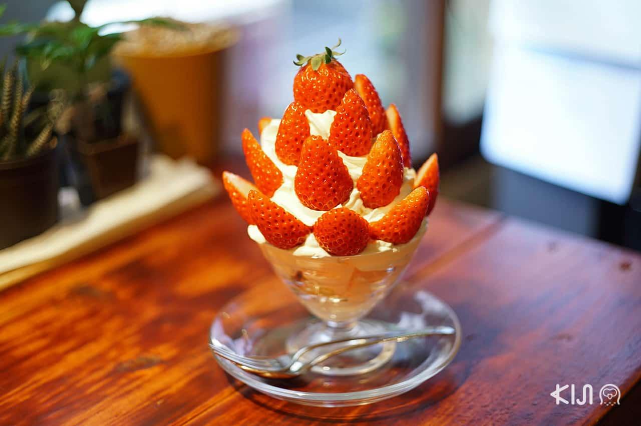 พาร์เฟ่ต์ผลไม้ตามฤดูกาล เมนูแนะนำจากร้าน Kunugiyama Coffee Shop