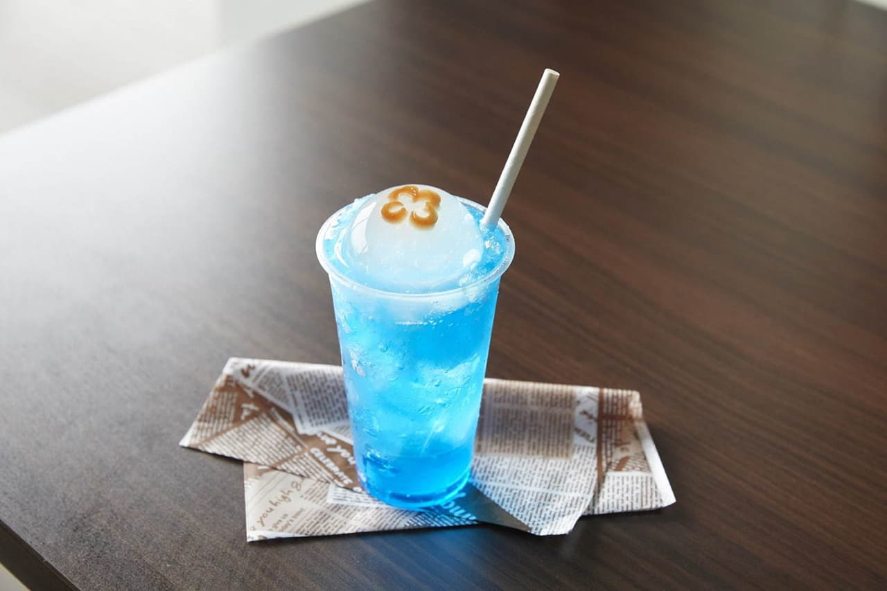 น้ำโซดาราดด้วยเยลลี่ทรงกลมที่ให้ความรู้สึกถึงรูปร่างนุ่มหยุ่นของแมงกะพรุน จำหน่ายภายใน Kyoto Aquarium