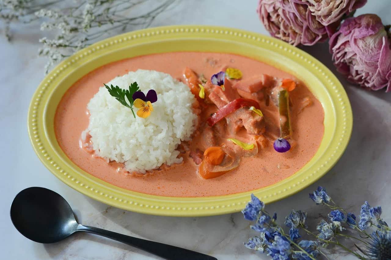 gmgm (グムグム) : เมนูข้าวแกงกระหรี่สีชมพูสีสันน่ารัก