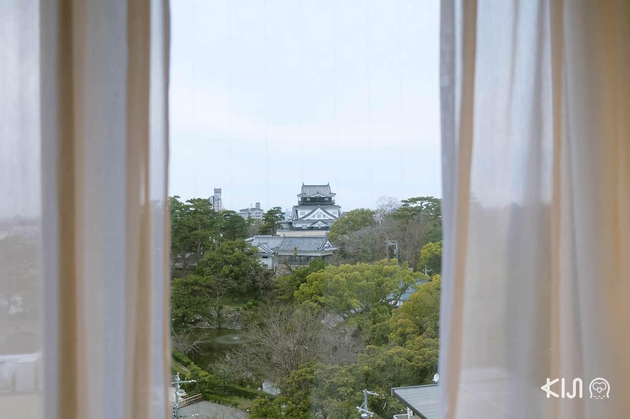 วิวปราสาทโอคาซากิ จากในห้องพักของโรงแรม Okazaki New Grand Hotel