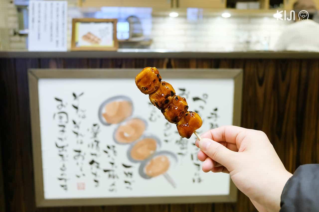 มิทาราชิดังโกะ ของอร่อยจากคาเฟ่ Otoginokura Mamenoki ในเมือง โอคาซากิ