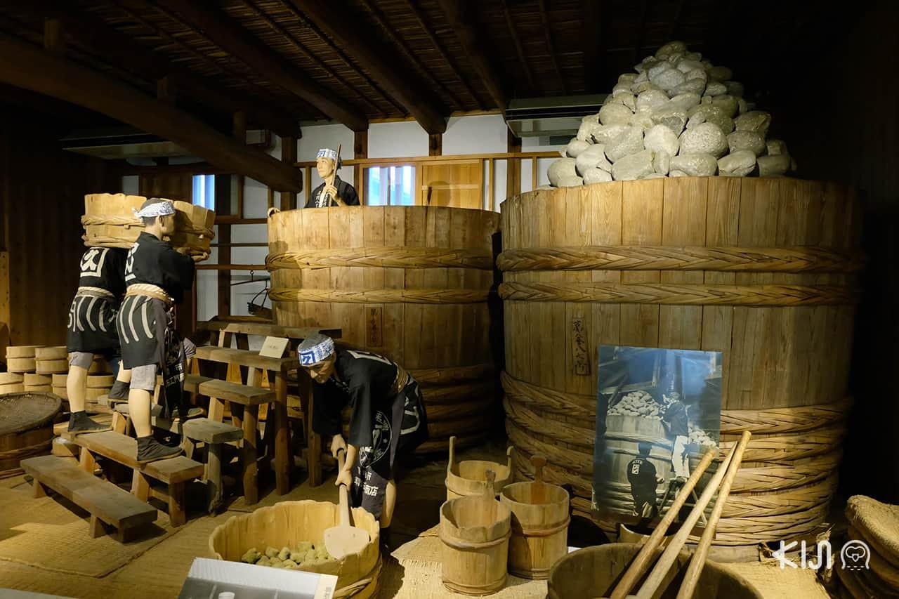 บรรยากาศภายใน Hatcho Miso ร้านขายมิโซะในเมือง โอคาซากิ