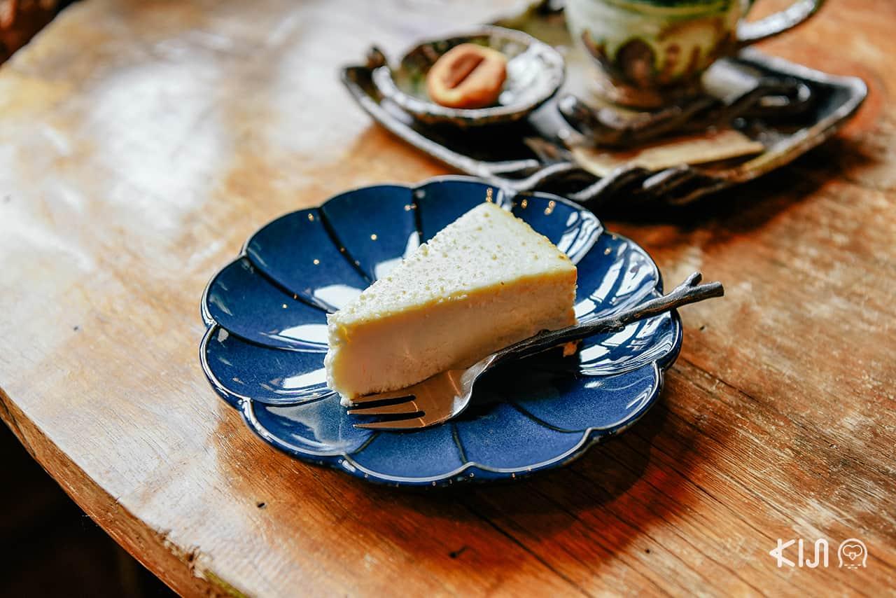 เที่ยวโอยาสุเคียว (Oyasukyo) : ขนมเค้กจาก Juemon Coffee คาเฟ่ในอาคิตะ