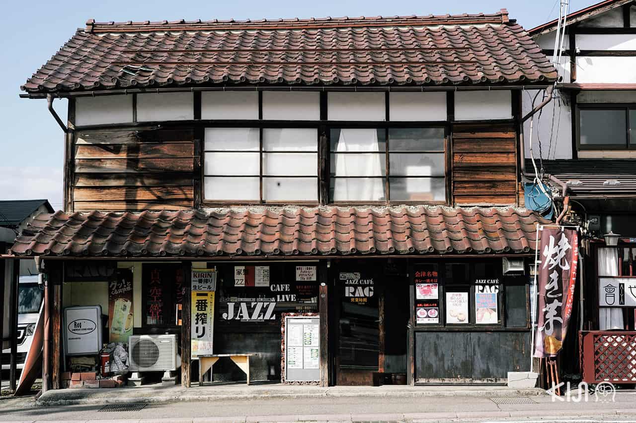 ร้านค้าต่างๆ ภายในเมือง ไอสึวากามัตสึ ยังคงสถาปัตยกรรมแบบญี่ปุ่นโบราณไว้